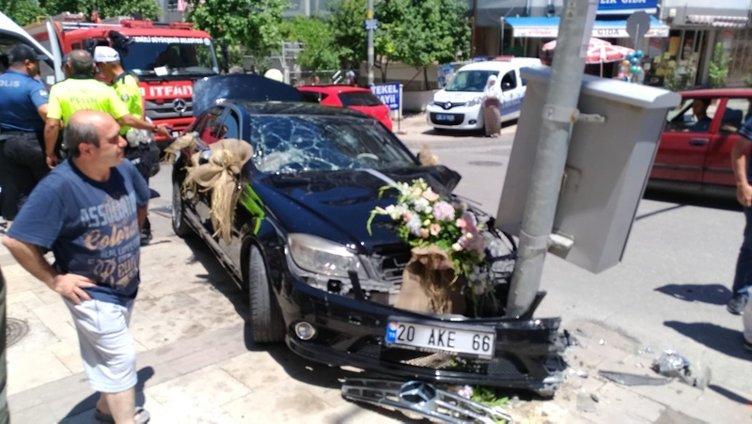 Genç çift düğüne giderken kaza yapıp hastanelik oldu