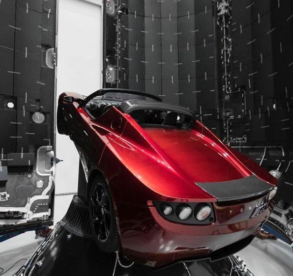 Elon Musk, Mars'a göndereceği Tesla Roadster'ın fotoğraflarını yayınladı