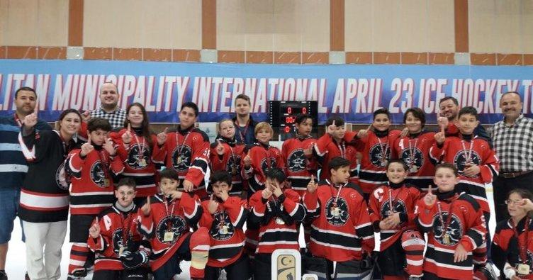 Buz Hokey Federasyonu'nun düzenlediği şampiyona sona erdi