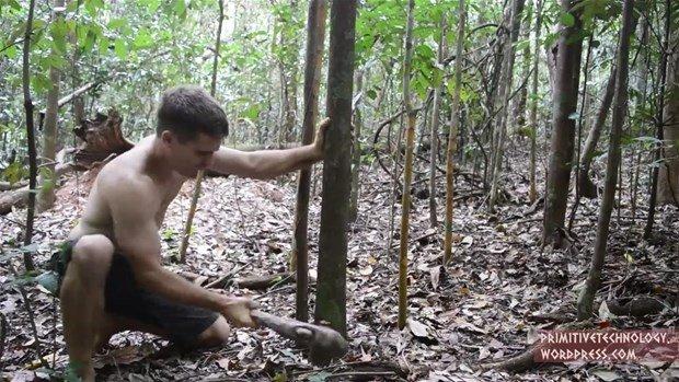 Ormanda tuğla yaptı