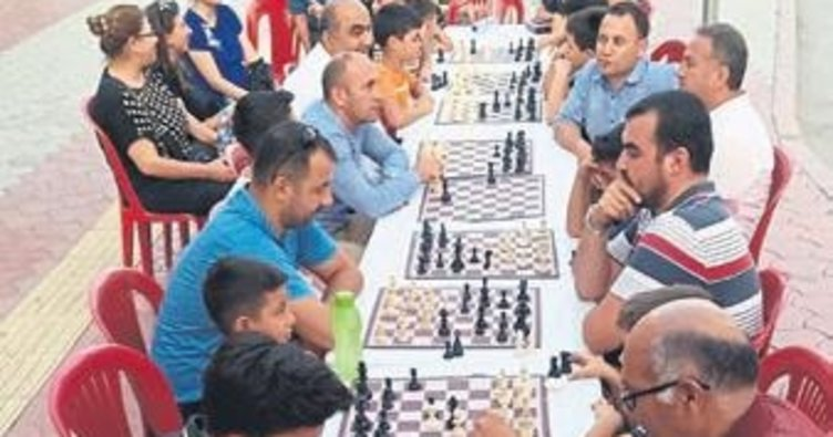 Dörtyol'da 'sokakta satranç var' etkinliği