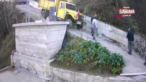 Trabzon'da rampada kayan kamyonun altında kalmaktan son anda böyle kurtuldular | Video