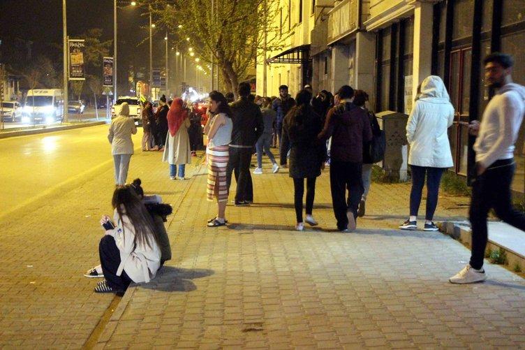 Son Dakika: Bolu'da deprem! Vatandaşlar sokağa döküldü