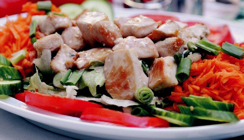 Sıcak Tavuklu Salata
