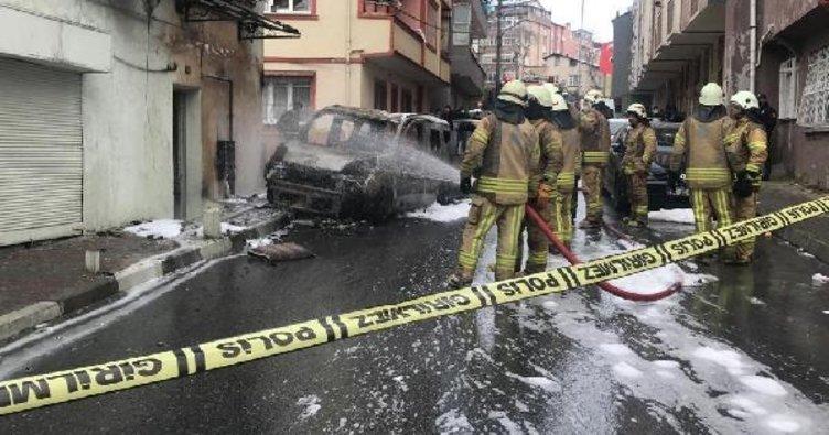Kağıthane'de otomobil doğalgaz kutusuna çarptı, yangın çıktı
