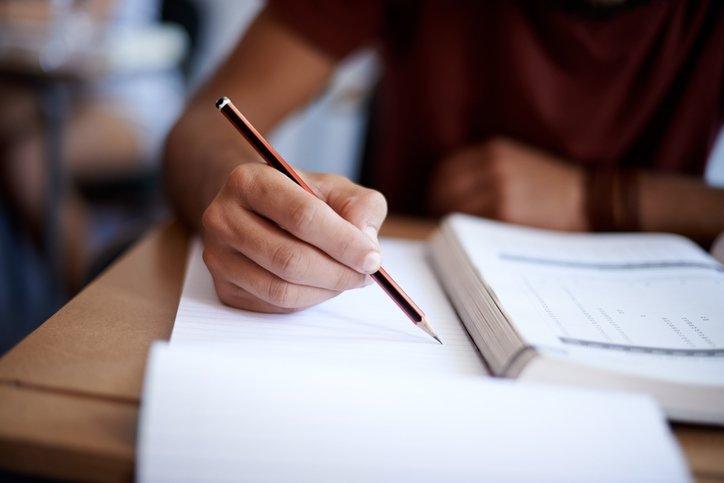 Açıköğretim AÖF kayıt yenileme nasıl yapılır, bugün son mu? Anadolu Üniversitesi AÖF kayıt yenileme ücreti ne kadar, kaç TL?