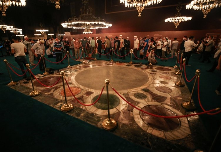 Son dakika haberi: Ayasofya-i Kebir Camiinde o alana neden halı serilmedi? Sırrı açıklandı
