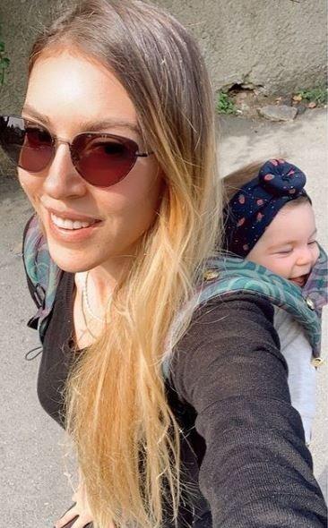 Fit anne Sinem Kobal sosyal medyayı yaktı geçti! Bu kez de siyah beyaz Sinem… Güzelliğiyle baş döndürdü!