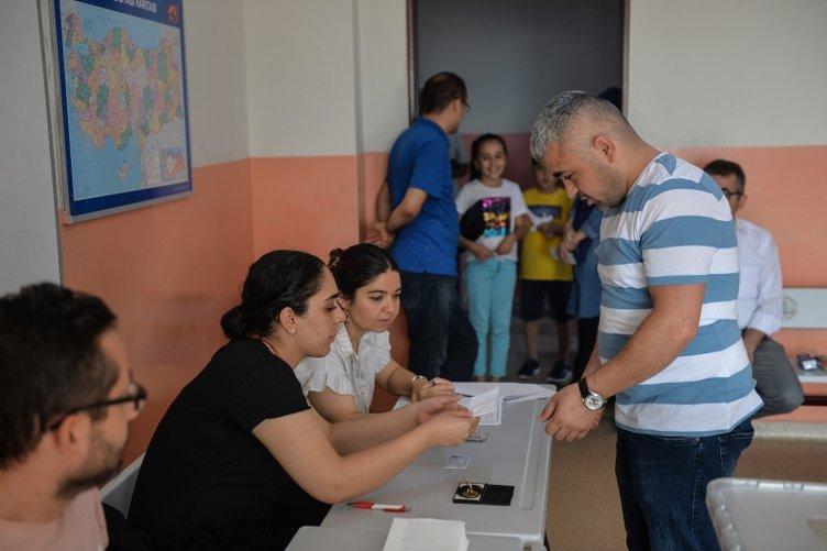 İstanbul seçimini yapıyor! Oy verme işlemleri başladı