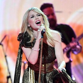 Dünyaca ünlü star Kylie Minogue sıfır makyajla klip çekti!