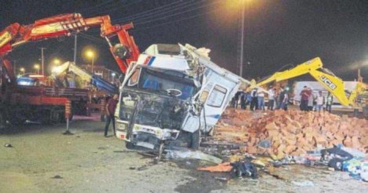 Balıkesir'de zincirleme trafik kazası: 12 yaralı