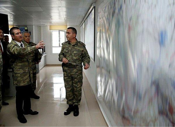 Milli Savunma Bakanı Nurettin Canikli sınır hattında