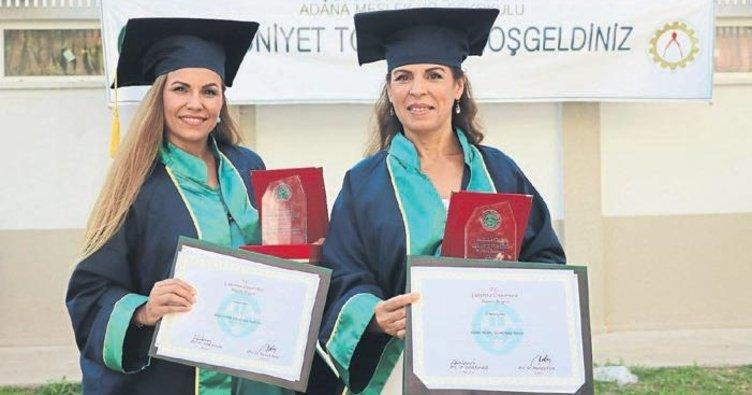 Anne-kız derecelerle Çukurova'dan mezun oldu