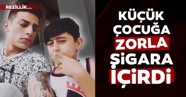 Küçücük çocuğa zorla sigara içirdi! Olay video büyük tepki aldı