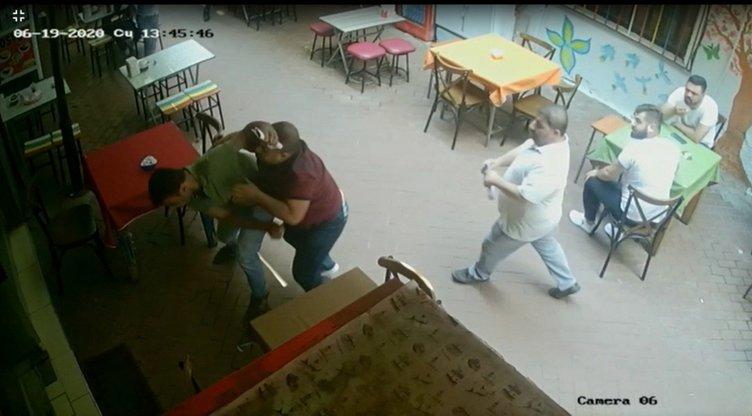'Pes' dedirten kavga! Avukat, eski müvekkiline yumrukla saldırdı