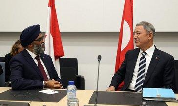 Milli Savunma Bakanı Hulusi Akar Kanada Savunma Bakanı Harjit Sajjan ile telefonda görüştü