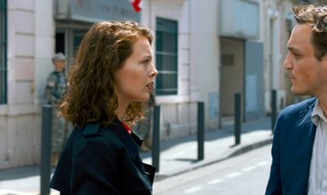 Transit filminin konusu nedir? Transit filmini oyuncu kadrosunda kimler yer alıyor?