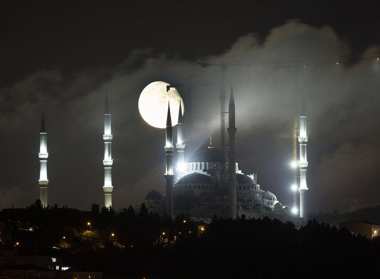 Çamlıca Camii'nde hayran bırakan görüntü