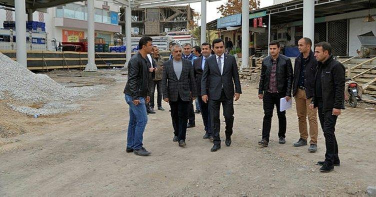 Başkan Bahçeci, köylü pazarı yapımı çalışmalarını inceledi