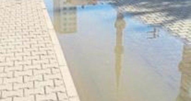 Melih ABİ: ASKİ taşan kanalizasyonu neden açmıyor?