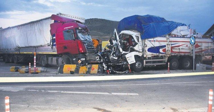 Kırıkkale'de zincirleme kaza: 2 ölü, 17 yaralı