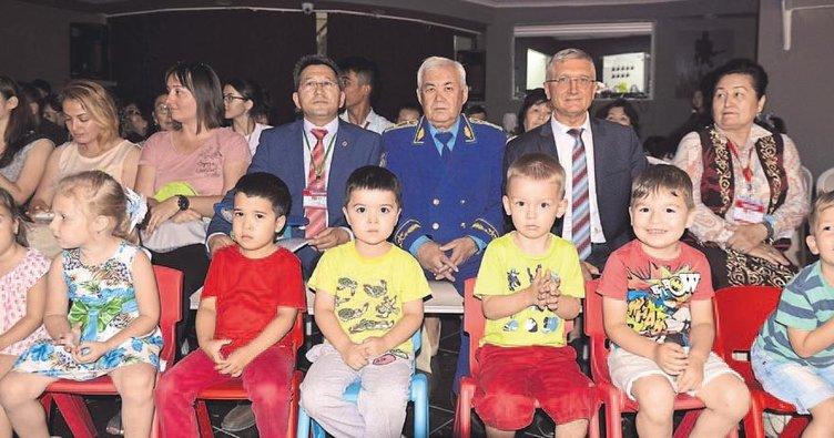 Rus çocuklar bayram kutladı