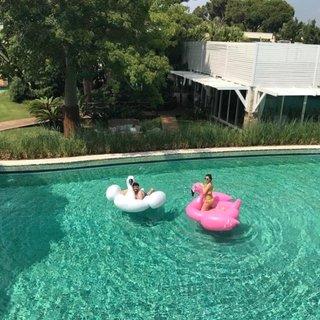 Kilolarıyla eleştirilen Eser Yenenler balon flamingoyu patlattı