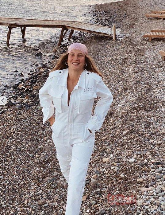 Serenay Sarıkaya aldığı kilolarla olay oldu! Seren Serengil'den Serenay Sarıkaya'ya hamilelik yorumu: Bir hamile güzelliği gelmiş... Peki gerçekten Serenay Sarıkaya hamile mi?