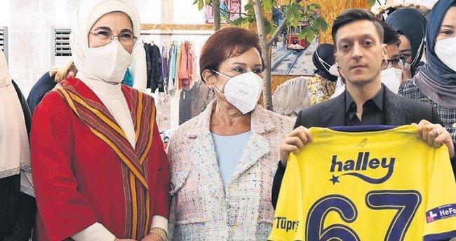 Mesut Özil'in formalarının geliri Filistinli çocuklara - Son Dakika Magazin Haberleri