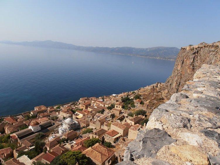 Dev kaya parçasında gizli şehir