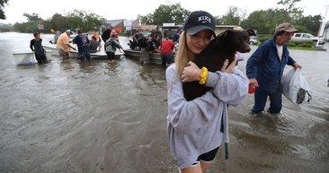 ABD'nin Teksas eyaletindeki Houston kenti sular altında kaldı!
