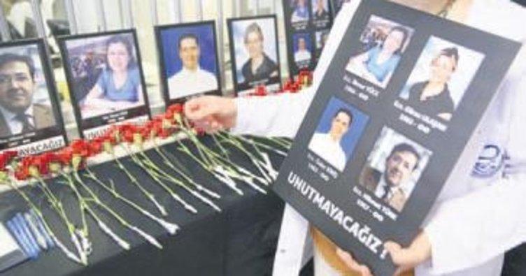 Eczacılar öldürülen meslektaşlarını andı