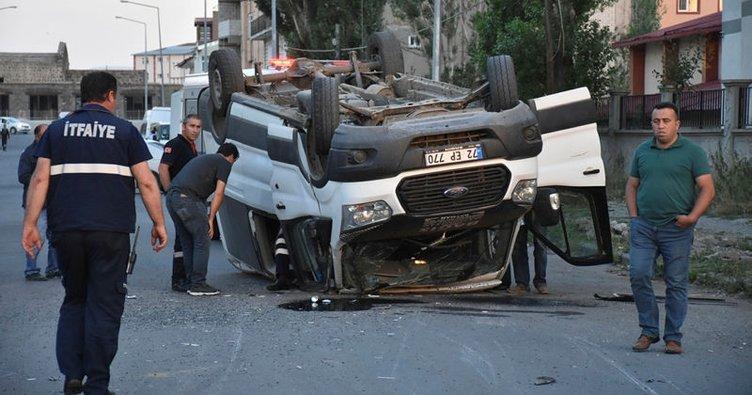 Kars'ta işçi servisi ile otomobil çarpıştı: 15 yaralı!