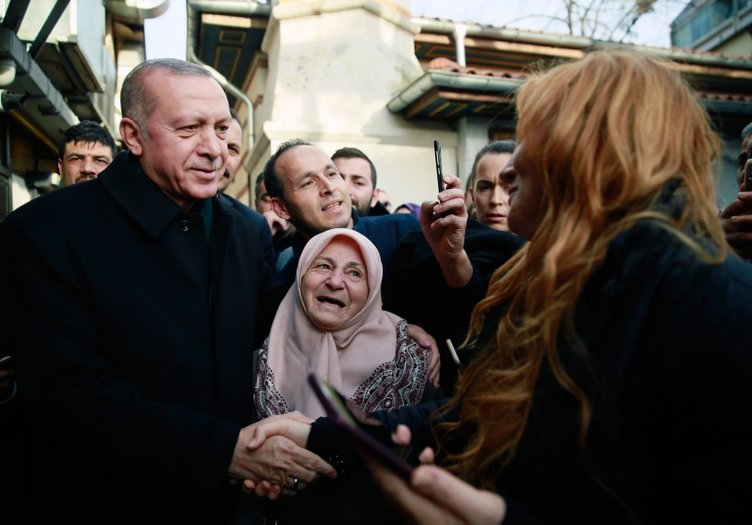 Erdoğan tarihi Çınaraltı'nda vatandaşlarla sohbet etti