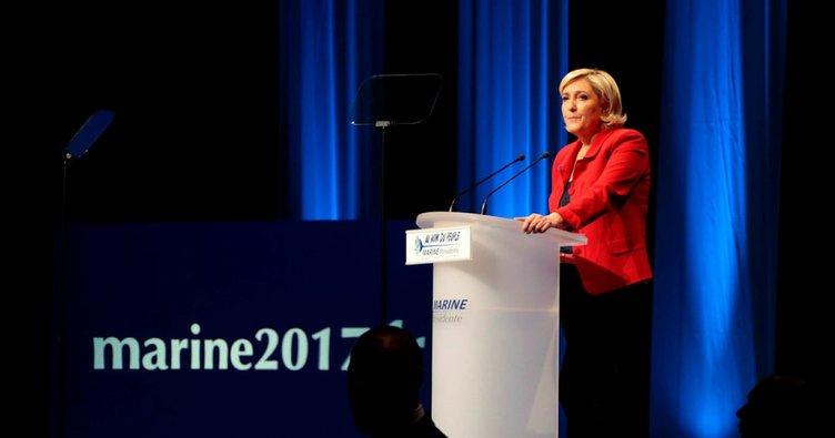 Aşırı sağcı Le Pen mitinginde protesto