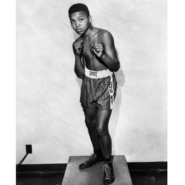 1954 - Bisikletinin çalınmasıyla boks serüveni başlar