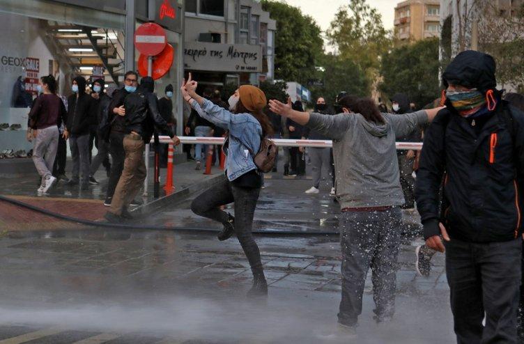 Τελευταία στιγμή: Τα πράγματα γίνονται ακατάστατα στη νότια Κύπρο!  Οι άνθρωποι γεμίζουν τους δρόμους ... είναι αρκετό, δεν μπορούμε να το αντέξουμε!