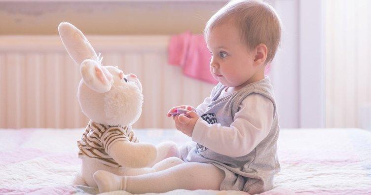Bebeğinizin 6. ay gelişimi: Nesneleri uzun süre inceleyebilir...