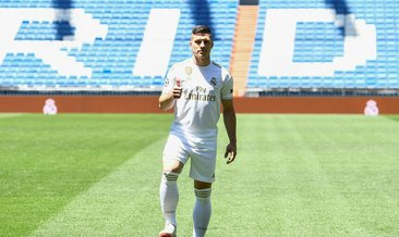 Real Madrid, yeni transferini tanıttı