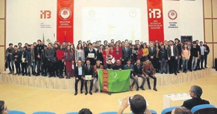 Türkmenistan'ın bayramı kutlandı