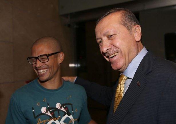 Erdoğan'a havalimanında sürpriz karşılama