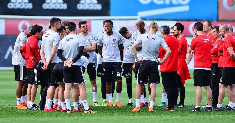 Beşiktaş'ın genç stoperine forma şansı doğdu