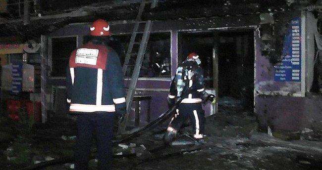 Sakarya'da çıkan yangında iş yeri kullanılamaz hale geldi