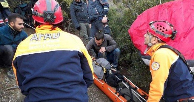 Tekirdağ'da kayalık alana çakılan paraşütçü helikopterle kurtarıldı