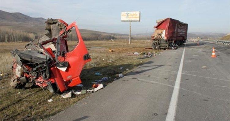 Kastamonu'da TIR ile otobüs çarpıştı: 25 yaralı