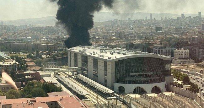 Son dakika: Ankara'da korkutan yangın! Siyah dumanlar yükseldi - Son Dakika Haberler