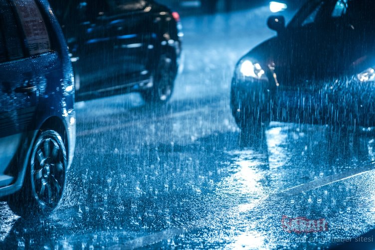 Yağmurda araç kullanmanın püf noktaları! İşte dikkat edilmesi gerekenler...