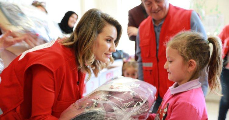 Esra Erol 20.000'den fazla çocuğun yüzünü güldürdü