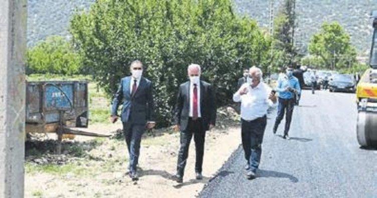 Köy yolları sıcak asfalta kavuşuyor