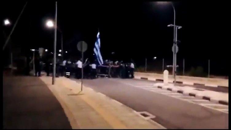 Son dakika haberler: KKTC'de olaylı gece! Rumlar bayrakla sınıra saldırdı! Haberi duyan Türkler bölgeye akın etti...